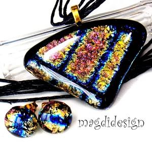 Arany kék üvegékszer szett, nyaklánc, stiftes fülbevaló, Ékszer, Ékszerszett, Medál, Fülbevaló, Üvegművészet, Ékszerkészítés, Színjátszó, kék, arany, pink, fekete mintás dichroic üveg és fekete ékszerüveg felhasználásával kész..., Meska