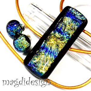 Arany tűzijáték üvegékszer szett, nyaklánc, pötty fülbevaló, Ékszer, Medál, Fülbevaló, Ékszerszett, Ékszerkészítés, Üvegművészet, Arany, kék csíkos, színjátszó  dichroic és fekete ékszerüveg felhasználásával készült ez a feltűnő, ..., Meska