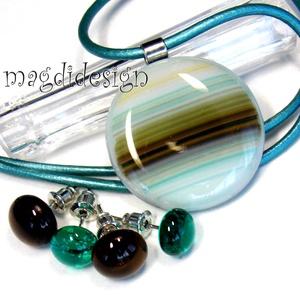 Türkiz-barna csíkos üvegékszer szett, nyaklánc, 2 pár stiftes fülbevaló, Ékszer, Fülbevaló, Medál, Ékszerszett, Ékszerkészítés, Üvegművészet, Türkiz, barna, beige mintás  ékszerüveg felhasználásával készült a medál és a 2 pár pötty fülbevaló..., Meska
