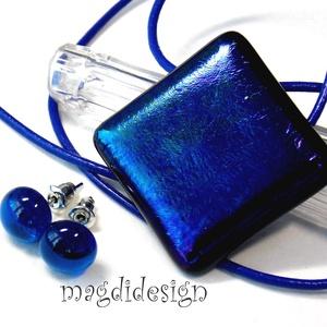 Éteri eozin bíbor-kék fényben üvegékszer szett, nyaklánc, fülbevaló, Ékszer, Ékszerszett, Fülbevaló, Medál, Ékszerkészítés, Üvegművészet, Csillogó bíbor-kék ékszerüveg felhasználásával készült a medál és a stiftes fülbevaló, olvasztásos t..., Meska