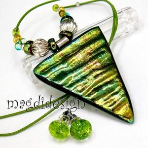Zöld-arany színjáték  üvegékszer szett nyaklánc, stiftes fülbevaló, Ékszer, Medál, Fülbevaló, Ékszerszett, Ékszerkészítés, Üvegművészet, Csillogó zöld, kék, arany színek kavalkádja. Szabálytalan forma és hullámzó felület jellemzi az üveg..., Meska