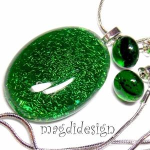 Smaragdzöld fényjáték üvegékszer szett, nyaklánc, fülbevaló, Ékszer, Fülbevaló, Ékszerszett, Medál, Csillogó, zöld ékszerüveg felhasználásával készült a medál és a fülbevaló, olvasztásos technikával. ..., Meska