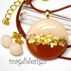 Aranypelyhes csokoládé üvegékszer szett, nyaklánc, pötty fülbevaló , Ékszer, Ékszerszett, Ékszerkészítés, Üvegművészet, AKCIÓ! HÁRMAT FIZET NÉGYET VIHET!! HÁROM ÉKSZERSZETT VÁSÁRLÁSA UTÁN EGY SZETTET AJÁNDÉKBA KÜLDÖK.  ..., Meska