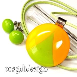 Narancs-zöld-sárga SZÍNTRIÓ üvegékszer szett nyaklánc, stiftes fülbevaló, Ékszerszett, Ékszer, Ékszerkészítés, Üvegművészet, Narancssárga és fűzöld napsárga ékszerüvegből készült a medál, és a stiftes fülbevaló, olvasztásos t..., Meska