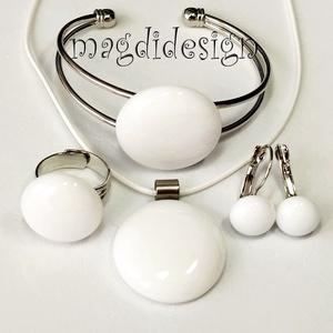 Hófehér üvegékszer szett nyaklánc, karkötő, gyűrű, kapcsos fülbevaló, Ékszer, Ékszerszett, Hófehér ékszerüveg felhasználásával készült a medál, a karkötő, a gyűrű és a kapcsos fülbevaló, olva..., Meska