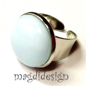 Púderes türkizes üvegékszer gyűrű, Ékszer, Gyűrű, Kerek gyűrű, Ékszerkészítés, Üvegművészet, Fehér türkizkék, márványos ékszerüveg felhasználásával készült a gyűrű, fusing technikával. A gyűrűf..., Meska
