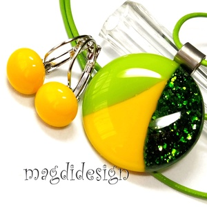 Csillogó, elegáns, zöld-sárga  SZÍNTRIÓ üvegékszer szett, nyaklánc, kapcsos fülbevaló , Ékszer, Ékszerszett, Ékszerkészítés, Üvegművészet, Csillogó zöld, almazöld és napsárga minőségi, ékszerüvegből készült a medál és a kapcsos fülbevaló, ..., Meska