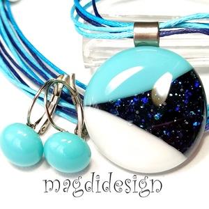 Csillogó kék, fehér SZÍNTRIÓ üvegékszer szett, nyaklánc, kapcsos fülbevaló , Ékszer, Ékszerszett, Fehér, türkiz-kék és kék aventurin minőségi, ékszerüvegből készült a medál és a kapcsos fülbevaló, o..., Meska
