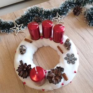 Adventi koszorú, Otthon & lakás, Dekoráció, Ünnepi dekoráció, Karácsony, Karácsonyi dekoráció, Lakberendezés, Asztaldísz, Virágkötés, Csodás adventi koszorú, mely abszolút kedvez a karácsonyi hangulatnak. Metálos csillagása igazán ele..., Meska