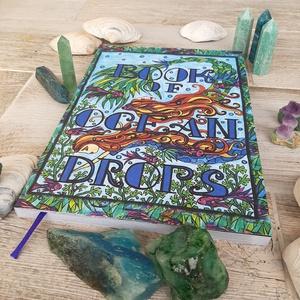 Book Of Ocean Drops - sellős felnőtt színezőkönyv, Művészet, Grafika & Illusztráció, Fotó, grafika, rajz, illusztráció, Festészet, 112 oldal színes oldal. Méret: 21 cm x 30 cm. Sellő, szirén színezőkönyv, növényi motívumokkal. A sz..., Meska