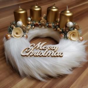 Natúr asztaldísz, Otthon & lakás, Dekoráció, Ünnepi dekoráció, Karácsony, Karácsonyi dekoráció, Mindenmás, 20 cm átmérőjű szalma alapot fehér műszőrmével vontam be, metál arany gyertyákat tettem rá. Natúr sz..., Meska
