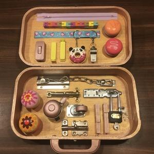 Matató tábla táskában, Gyerek & játék, Játék, Készségfejlesztő játék, Famegmunkálás, Festett tárgyak, Talán mindannyian megtapasztaltuk már, a gyerekek mennyire is vonzódnak a felnőtt világ tárgyaihoz. ..., Meska