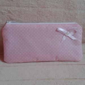 Rózsaszín pöttyös pénztárca, Táska & Tok, Pénztárca & Más tok, Pénztárca, Rózsaszín, fehér pöttyös, cipzáros pénztárca.  Méretei: 20 cm széles, 10 cm magas. Pamutvászonból ké..., Meska