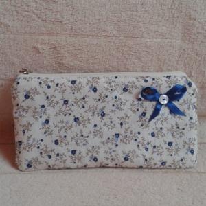 Kék kisvirágos pénztárca - Anyáknapjára, Táska & Tok, Pénztárca & Más tok, Pénztárca, Kék kisvirág-mintás, cipzáros pénztárca.  Méretei: 20 cm széles, 10 cm magas. Pamutvászonból készült..., Meska