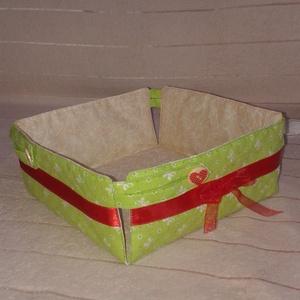 Különleges, legombolható textil kenyértartó - Karácsony mintás textilből is, Konyhafelszerelés, Otthon & lakás, Kenyértartó, Varrás, Pamutvászonból készül. Vatelinnel bélelem. Díszítése szaténszalag, különleges gomblyuk és gomb. Mosh..., Meska