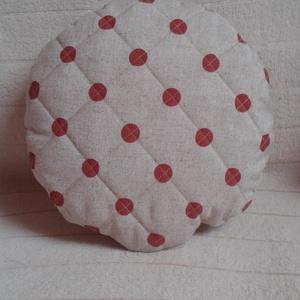 """""""Piros pöttyös labda"""" steppelt párna , Otthon & Lakás, Párna & Párnahuzat, Lakástextil, Piros pöttyös, vastag pamutvászonból készült steppeléssel. Töltete szivacsdarabkák.  Erős és puha. M..., Meska"""