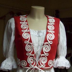 Zsinóros mellény, Mellény, Női ruha, Ruha & Divat, Varrás, Piros szövetből készült ez a derékig érő mellény.\nFehér zsinórozását eredeti minta felhasználásával ..., Meska