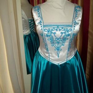 Csilla menyecskeruha, Alkalmi ruha & Estélyi ruha, Női ruha, Ruha & Divat, Varrás, Gyöngyfűzés, gyöngyhímzés, Düseszből és szaténból alkottam ezt a különleges  körszoknyás ruhát.Puplin alsószoknyáját maderia cs..., Meska