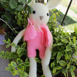 Rózsaszín nyuszilány,horgolt,levehető kabáttal,Húsvétra, Gyerek & játék, Baba-mama kellék, Játék, Játékfigura, Bájos horgolt nyuszilány,krémszín fonalból,rózsaszín ruhában. A kabátka levehető,öltöztethető. A sze..., Meska