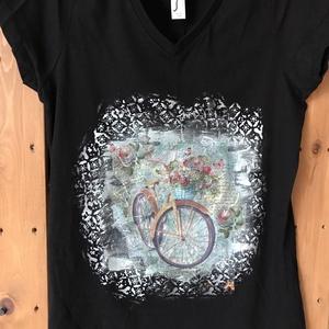 Bicikli mintás,kézzel festett és dekupázsolt,V nyakú,fekete póló,L méret, Táska, Divat & Szépség, Ruha, divat, Női ruha, Póló, felsőrész, Festett tárgyak, Saját ötlet alapján készült, kézzel festett, textildekupázs technikával díszített, egyedi,rövid ujj..., Meska
