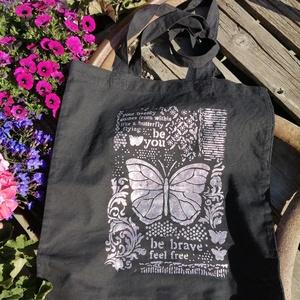 Pillangó mintás,kézzel festett fekete vászontáska, Táska, Divat & Szépség, NoWaste, Táska, Bevásárló zsákok, zacskók , Hosszú fülű vászontáska, festett pillangós-csillámos mintával. Hőkezelt,mosható.  Hosszú fülű,vállra..., Meska