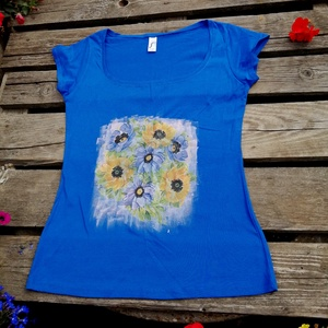 Virágmintás,kézzel festett és dekupázsolt,karcsúsított,rövidujjú,M-L, Táska, Divat & Szépség, Ruha, divat, Női ruha, Póló, felsőrész, Festett tárgyak, Saját ötlet alapján készült, kézzel festett, textildekupázs technikával díszített, egyedi,rövid ujjú..., Meska