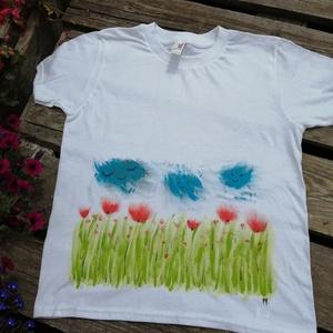 Pipacs mintás,kézzel festett póló, 9-10 évesre, Táska, Divat & Szépség, Ruha, divat, Gyerekruha, Gyerek (1-10 év), Pipacsmező, vidám felhőkkel, kézzel festett, egyedi gyerekpóló.  Méret: M, 9-10évesre   Ólommentes f..., Meska