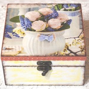 Tavaszi virágokkal díszített doboz, Doboz, Tárolás & Rendszerezés, Otthon & Lakás, Decoupage, transzfer és szalvétatechnika, Festett tárgyak, Decoupage technikával készült, vidám, a tavasz hangulatát idéző teafiltertartó doboz. Az oldalakat v..., Meska