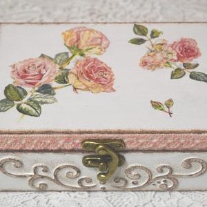 Elegáns doboz rózsákkal, Otthon & lakás, Dekoráció, Lakberendezés, Tárolóeszköz, Doboz, Dísz, Decoupage, transzfer és szalvétatechnika, Festett tárgyak, Decoupage technikával készült, vidám, elegáns, csipkével, 3D mintával díszített doboz. Bármilyen alk..., Meska