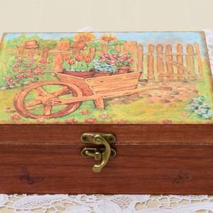 Virágos doboz kertészkedőknek, Otthon & lakás, Lakberendezés, Tárolóeszköz, Doboz, Decoupage, transzfer és szalvétatechnika, Festett tárgyak, Decoupage technikával készült, vidám, a nyár hangulatát idéző doboz. Virágmagvak tárolására szántam,..., Meska