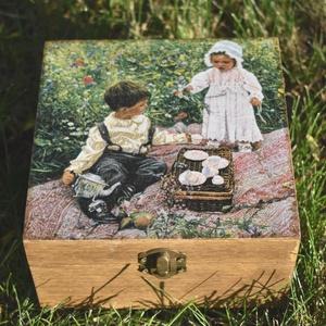 Tefiltertartó doboz teázó gyerekekkel, Otthon & Lakás, Tárolás & Rendszerezés, Doboz, Decoupage, transzfer és szalvétatechnika, Festett tárgyak, Meska