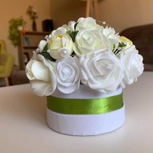 Elegáns virágbox, Otthon & Lakás, Dekoráció, Asztaldísz, Virágkötés, A boltban megvásárolt alapanyagokból egyedileg összeállított asztaldísz.\nkb.12*12 cm-es.\n, Meska