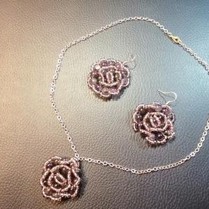 Ametiszt rózsa, Ékszer, Ékszerszett, Gyöngyfűzés, gyöngyhímzés, Ametiszt rózsa\n\nAmetiszt ásvány gyöngyökből és Miyuki ametiszt színű kásagyöngyökből készítettem a r..., Meska