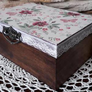 Rózsa indák- 6 rekeszes ékszertartó doboz, Otthon & lakás, Lakberendezés, Tárolóeszköz, Dekoráció, Decoupage, transzfer és szalvétatechnika, Festett tárgyak, A vintage stílus szerelmeseinek ajánlom ezt a 6 rekeszes tároló dobozt.\nDecoupage technikával készül..., Meska