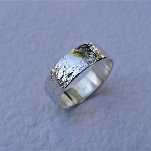 Fantáziamintás ezüst karikagyűrű 4, Ékszer, Gyűrű, Esküvő, Esküvői ékszer, Ékszerkészítés, Ötvös, Széles, egyedi mintájú gyűrűt készítettem sterling ezüstből -  fényes, polírozott felülettel.\nA gyűr..., Meska