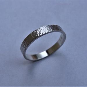 Férfi karikagyűrű fakéreg mintával, Esküvő, Ékszer, Karikagyűrű, Ékszerkészítés, Ötvös, Rusztikus, fakéregre emlékeztető mintával készítettem férfi karikagyűrűt sterling ezüstből. A gyűrű ..., Meska