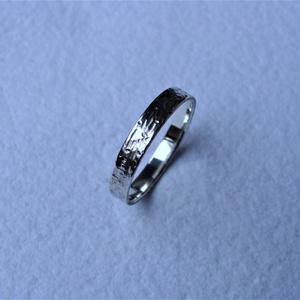 Férfi karikagyűrű rusztikus mintával, Esküvő, Ékszer, Karikagyűrű, Ékszerkészítés, Ötvös, Többféle minta együttese teszi egyedivé ezt a férfi karikagyűrűt, melyet sterling ezüstből készített..., Meska