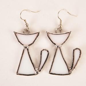Fehér üvegmacska-fülbevaló pár, Ékszer, Fülbevaló, Üvegművészet, A termék anyagában színes 3mm vastag üvegből, Tiffany-technikával készült. Egyedi kézműves alkotás s..., Meska