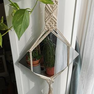Makramé keretes fali tükör, Tükör, Dekoráció, Otthon & Lakás, Csomózás, A keret újrahasznosított pamutfonalból készült. Csodás dísze lehet a lakásod bármely helyiségének. A..., Meska
