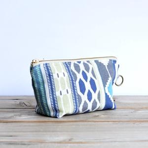 Kék és zöld azték mintás textil kozmetikai táska, cipzáros neszesszer vászonból, Táska & Tok, Neszesszer, Varrás, Kék- zöld azték mintás vászonból ( nem 100 % pamut) készült ez az üde tavaszi cipzáros kozmetikai tá..., Meska