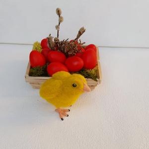 """Húsvéti csibe, Otthon & lakás, Dekoráció, Nemezelés, Ez a kis húsvéti csibe tűnemezeléssel készült.\n\nLábát, illetve \""""vázát\"""" drót képezi.\n\nSzívesen elkész..., Meska"""