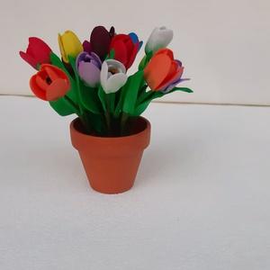 Színes tulipán cserépben, Otthon & lakás, Dekoráció, Dísz, Csokor, Mindenmás, Színes kis tulipánokat készítettem dekorgumiból, amelyeket kis cserépbe rögzítettem gipsz segítségév..., Meska