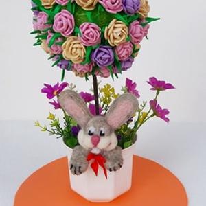 Húsvéti virágfa, gömbfa, Otthon & lakás, Dekoráció, Csokor, Ünnepi dekoráció, Húsvéti díszek, Lakberendezés, Asztaldísz, Mindenmás, Nemezelés, Húsvéti virágfa, gömbfa \n\nSaját készítésű dekorgumi rózsákból álló gömb képezi ezen alkotásom közpon..., Meska