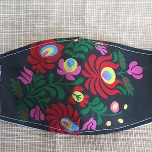 Népművészeti mintás design maszk, Táska, Divat & Szépség, Szépség(ápolás), Maszk, szájmaszk, Varrás, Pamutvászonból készült, két rétegű, fekete alapon népművészeti mintás textil szájmaszk.  A maszk bel..., Meska