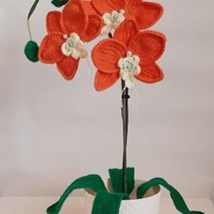 Narancssárga horgolt orchidea, Dekoráció, Otthon & Lakás, Horgolt & Csipketerítő, Mindenmás, Horgolás, Horgolt, narancssárga színű orchidea kaspóba rögzítve.\nMagassága kaspóval együtt kb. 47 cm.\n\nSzobadí..., Meska