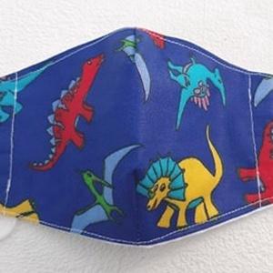 Dinós gyermek maszk, szájmaszk, Maszk, Arcmaszk, Gyerek, Varrás, Pamutvászonból készült, két rétegű, dinó mintás - gyermek méretű - textil szájmaszk.\nA maszk belül f..., Meska