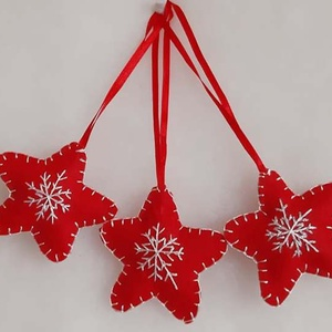 Hímzett karácsonyi kis csillag, Karácsonyfadísz, Karácsony & Mikulás, Hímzés, Mindenmás, Filcből varrtam és hímeztem a karácsonyi kis csillag díszt, melynek mérete szalaggal együtt 16 cm. A..., Meska