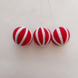 Nemezelt karácsonyfadísz szett, függődísz gömbök, Otthon & Lakás, Karácsony & Mikulás, Karácsonyfadísz, Nemezelés, Mindenmás, Hungarocell golyó alapra tűnemezeléssel készített karácsonyfadísz.\nÁtmérője kb. 6 cm.\nA megadott ár ..., Meska