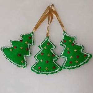 Filcből készült cuki kis fenyőfa illatú karácsonyfadísz, Karácsony & Mikulás, Karácsonyi dekoráció, Hímzés, Mindenmás, Filcből készült cuki kis fenyőfa illatú karácsonyfadísz, melyet vatelinnal tömtem ki. Mindkét felét ..., Meska