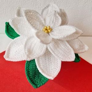 #Horgolt fehér mikulásvirág, Karácsony & Mikulás, Karácsonyi dekoráció, Horgolás, Mindenmás, Horgolt, fehér színű mikulásvirág kaspóba rögzítve.\nMagassága kaspóval együtt kb. 14 cm.\n\nSzobadíszn..., Meska